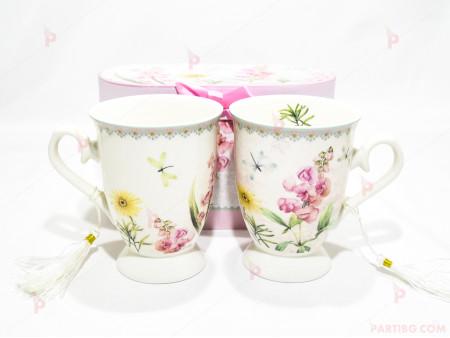 Две чаши с декор цветя в подаръчна кутия