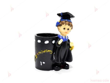 Моливник с фигурка за дипломиране момче